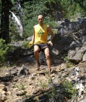 picture of Yassin Diboun running downhill at the waldo 100k ultra marathon